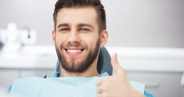 Implanty zębów – Czy mogą nam zastąpić prawdziwe zęby?