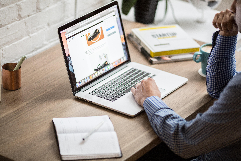 Samodzielne projektowanie strony Vs. Zamówienie jej w firmie