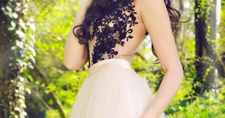Dobór sukienki dla figury klepsydry i gruszki