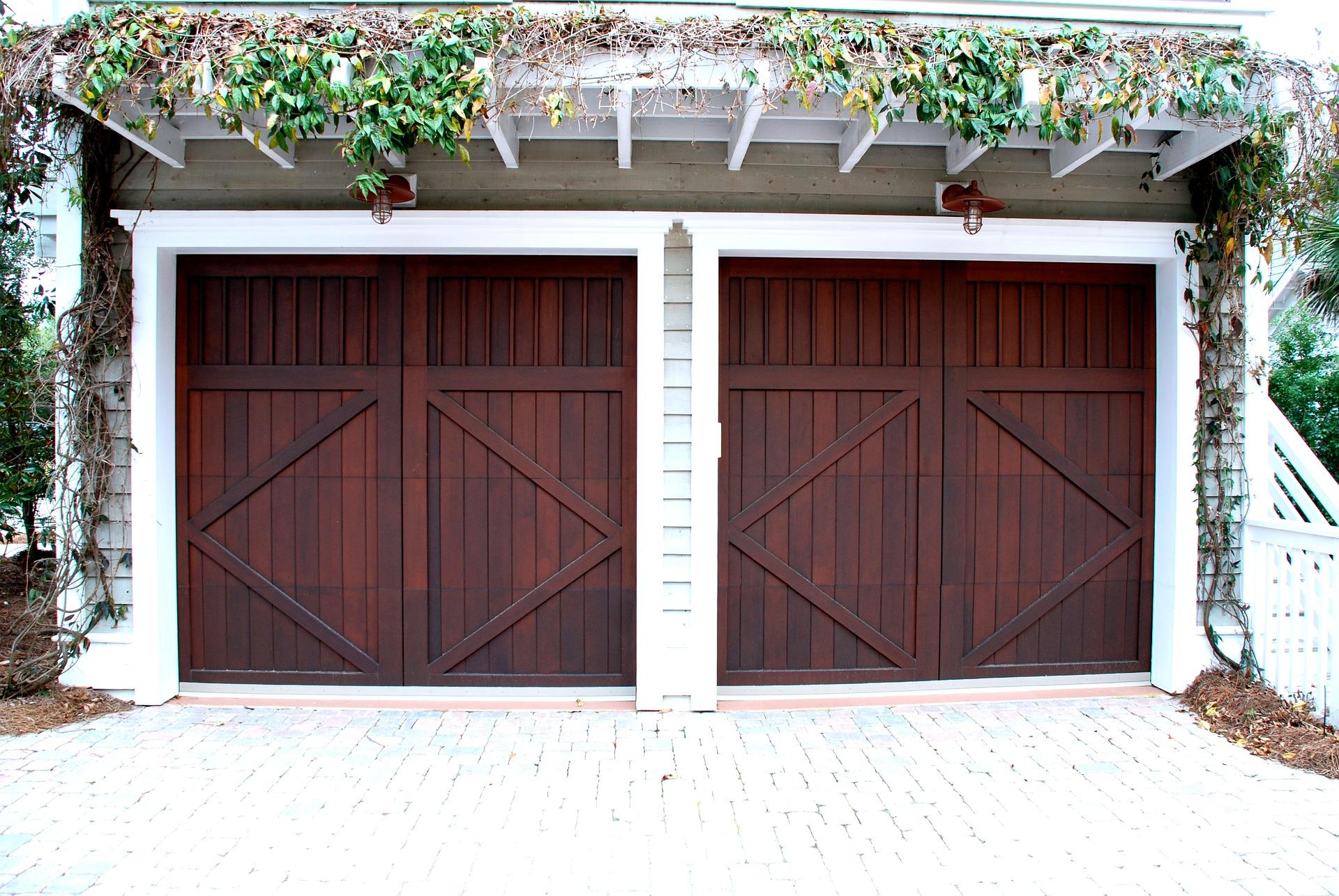Zadbaj o wjazd do garażu, czyli wybór dobrych bram