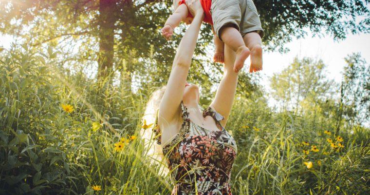 Wyprawa na urlop z dzieckiem – jakie ubrania dla chłopca zabrać ze sobą na wczasy?