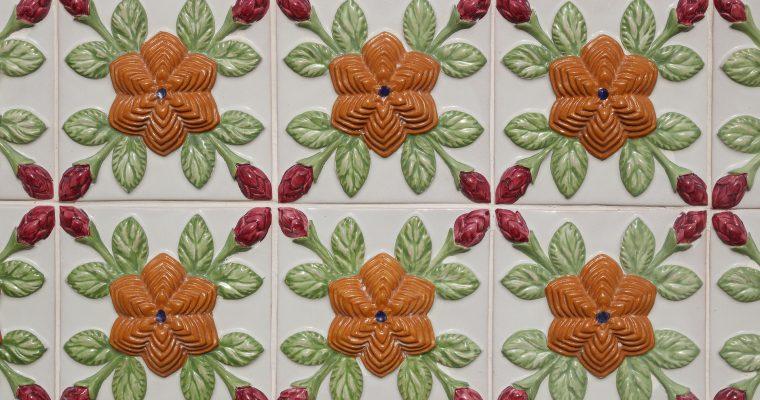 Płytki ceramiczne – ponadczasowy materiał wykończeniowy polecany przez ekspertów.