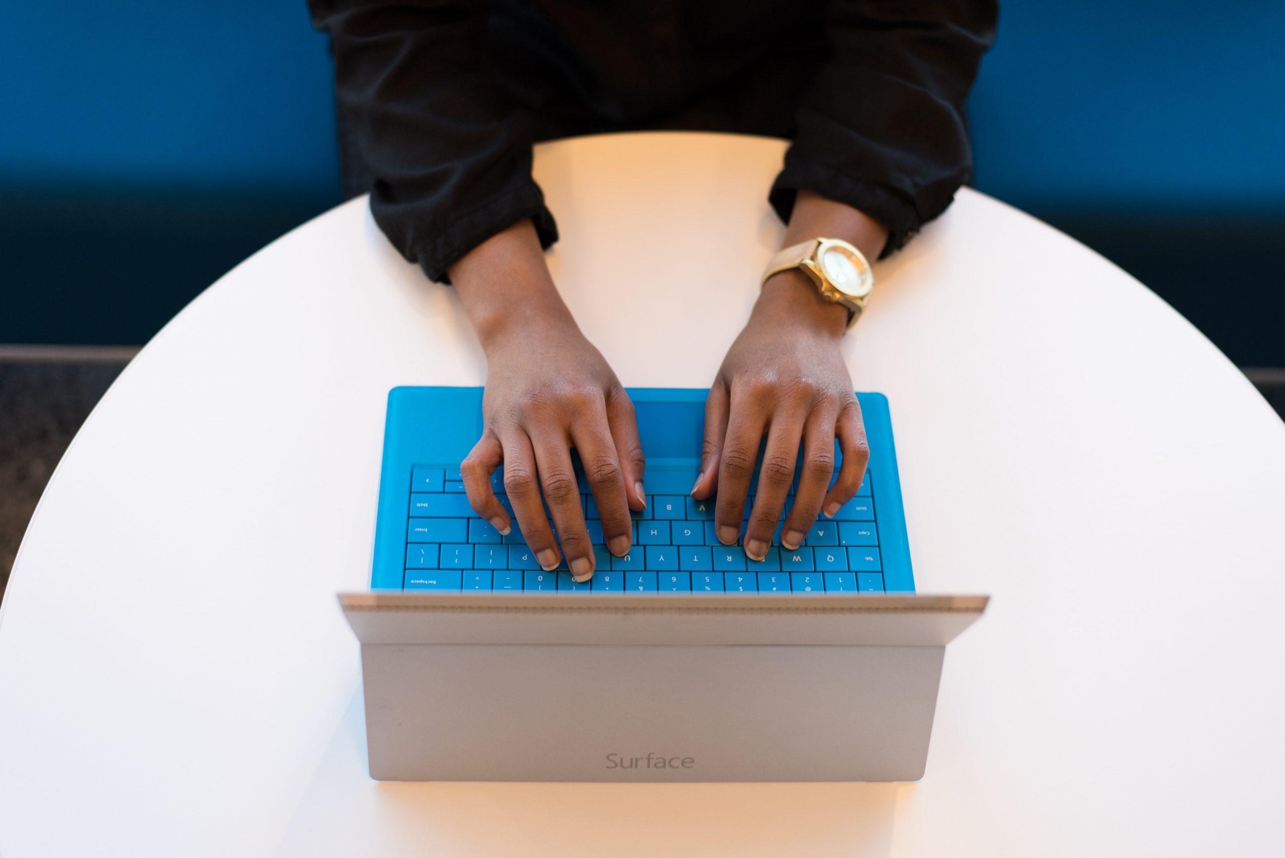 Praca w domu – jak zadbać o zabezpieczenie własnego sprzętu elektronicznego?