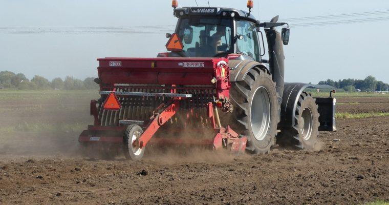 Zastosowanie popularnych maszyn rolniczych. Co warto o nich wiedzieć?
